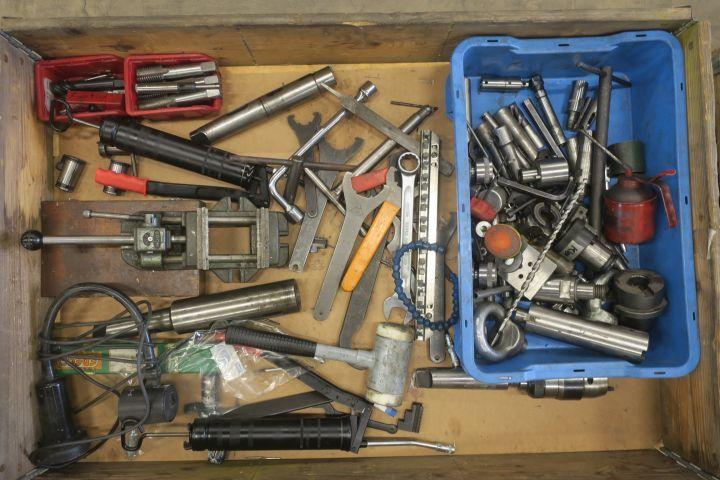 Sortiment mit Werkzeugmaschinen / Handwerkzeugen