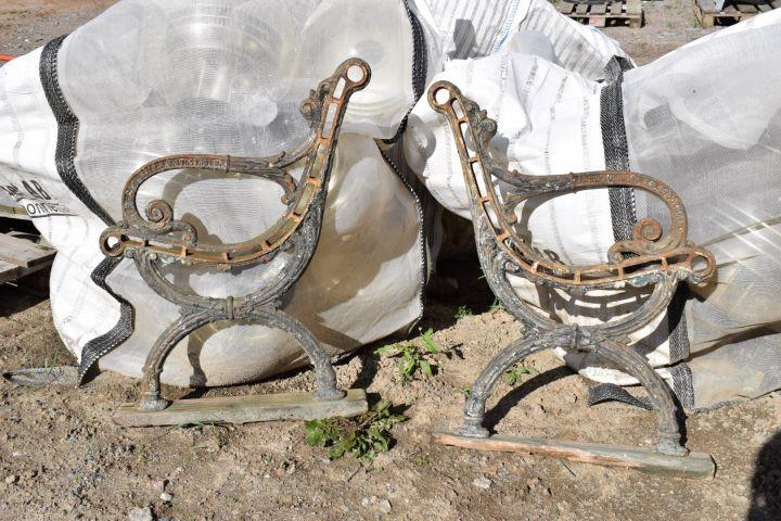 Antike Parkbänke