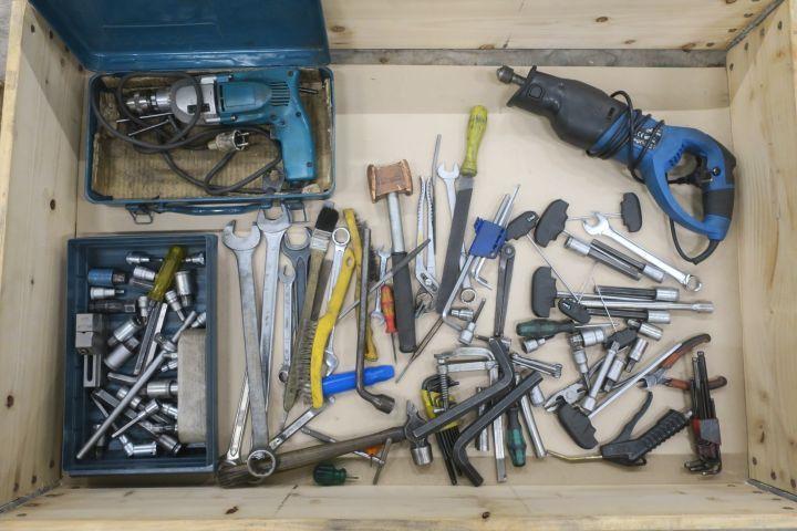 Werkzeuge und Bohrer
