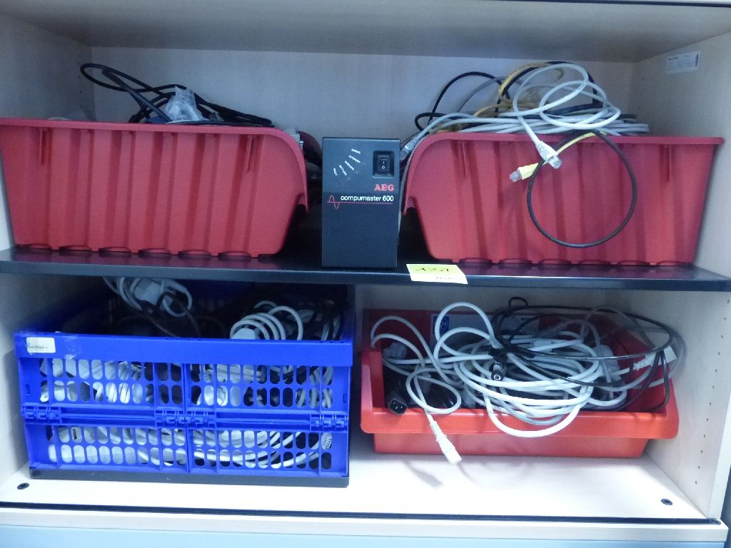 Konvolut Anschlusskabel u.a. LAN, HDMI, Steckerleisten