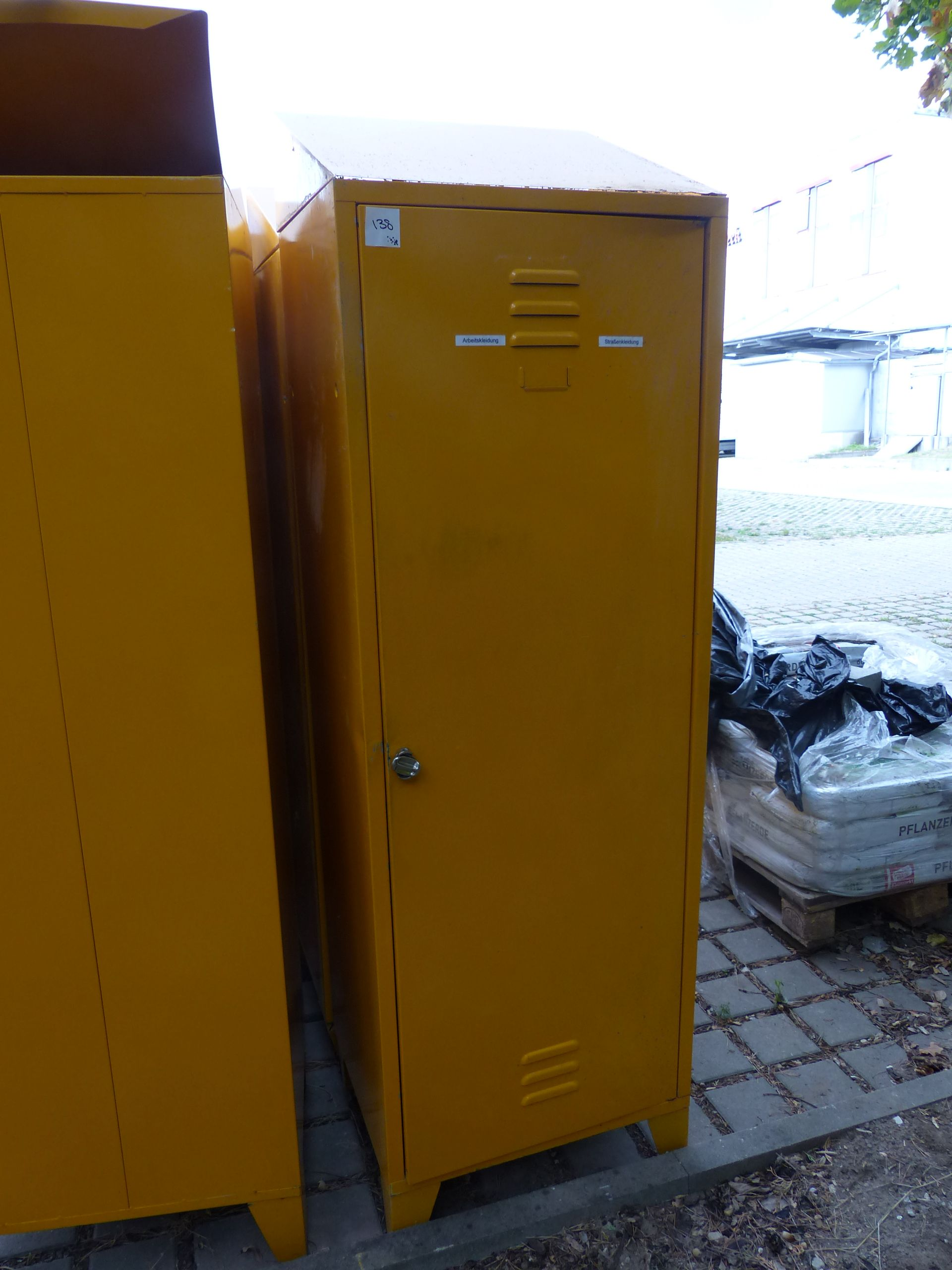 1x Personalspind, Farbe gelb