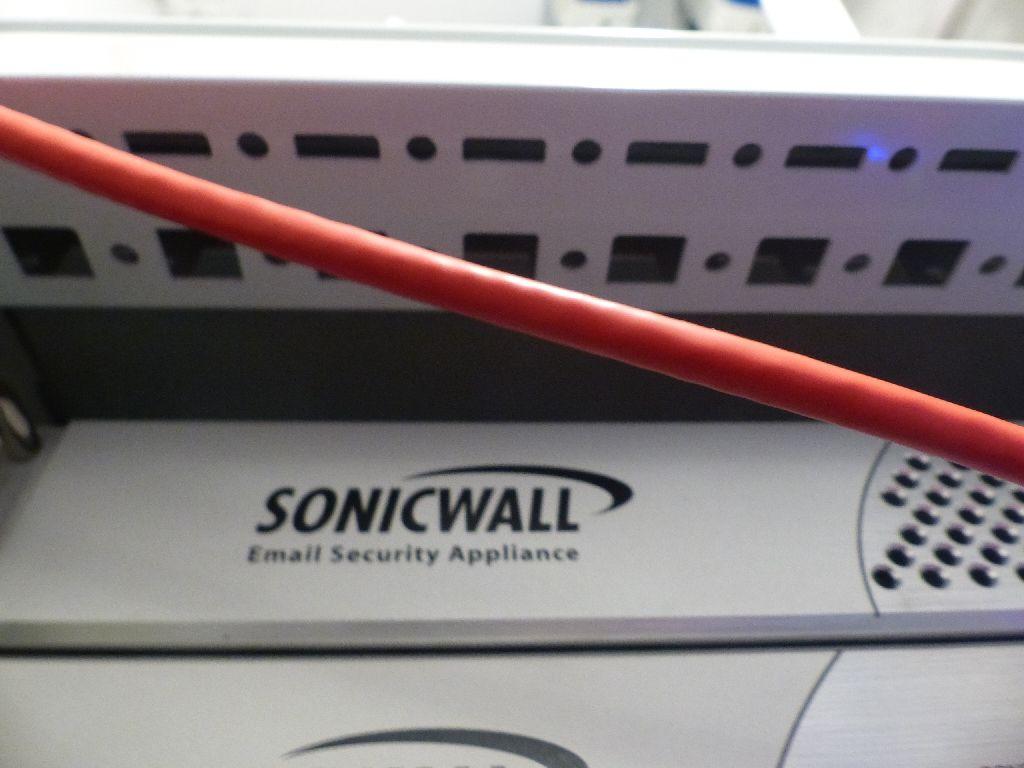 E-Mail Firewall der Marke SonicWall