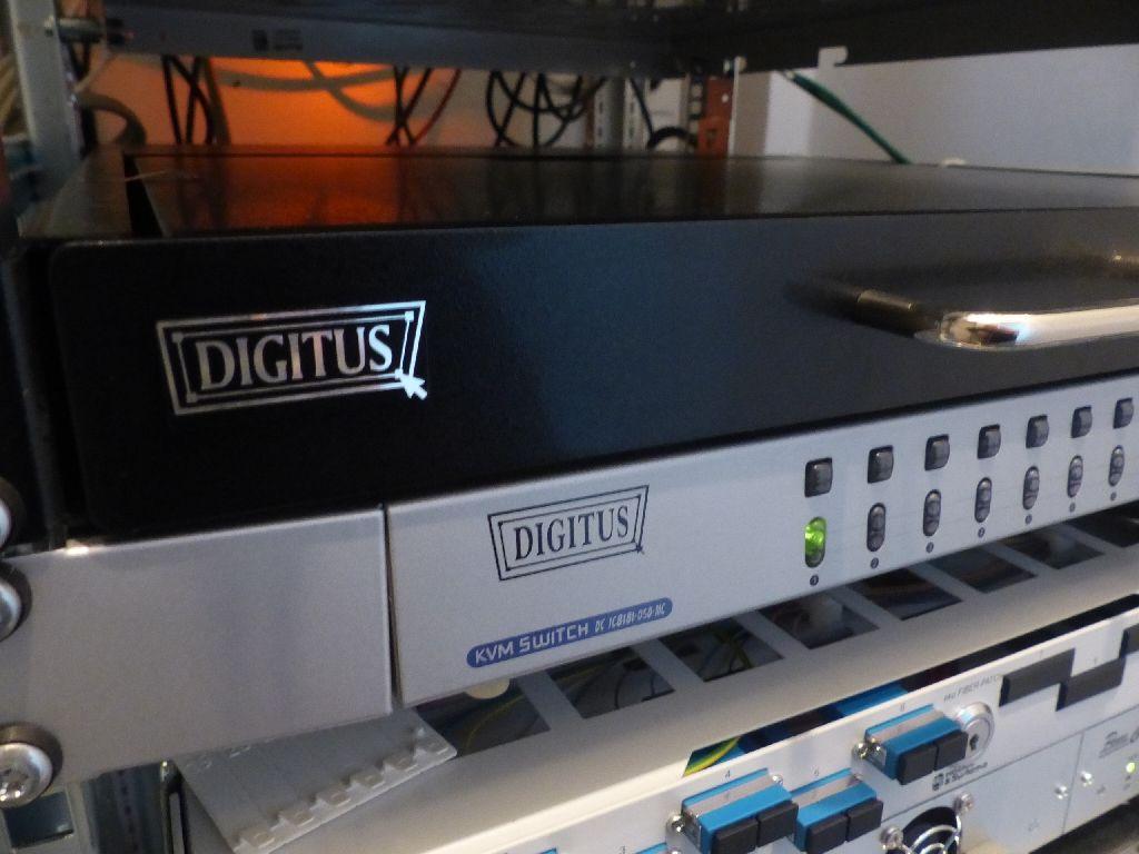 KVM-Switch der Marke Digitus