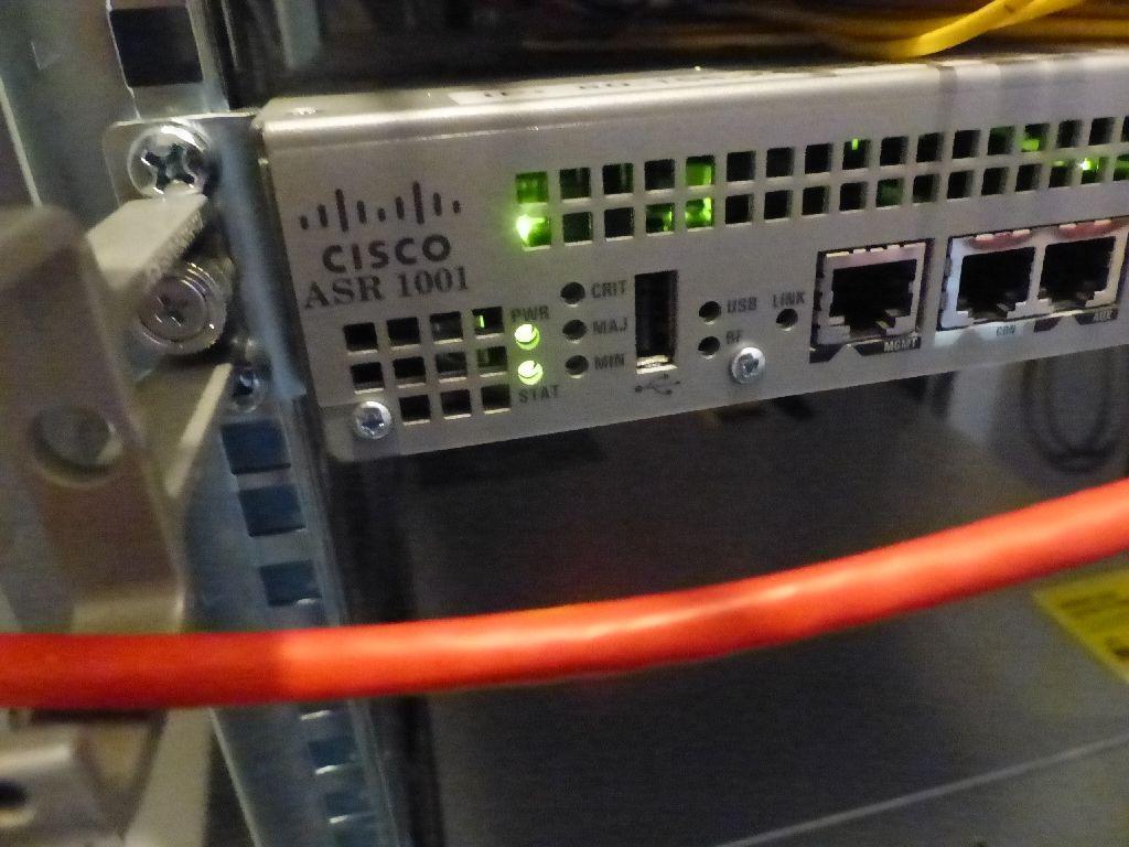 Router der Marke Cisco, Typ ASR 1001