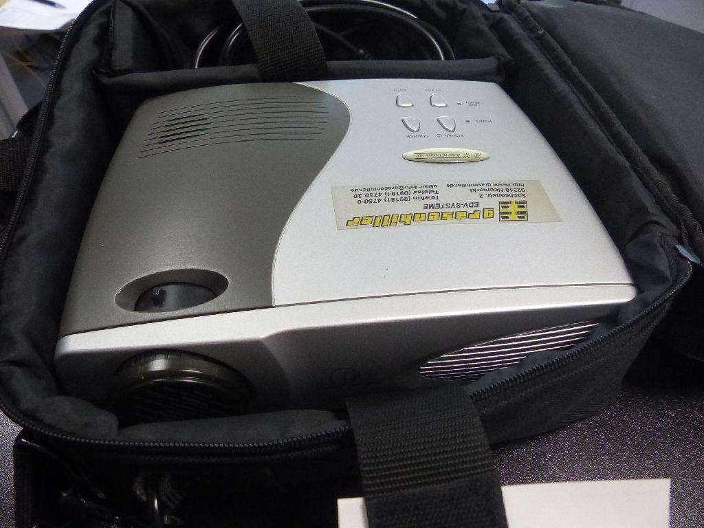 DLP Multimedia-Projektor in Tasche
