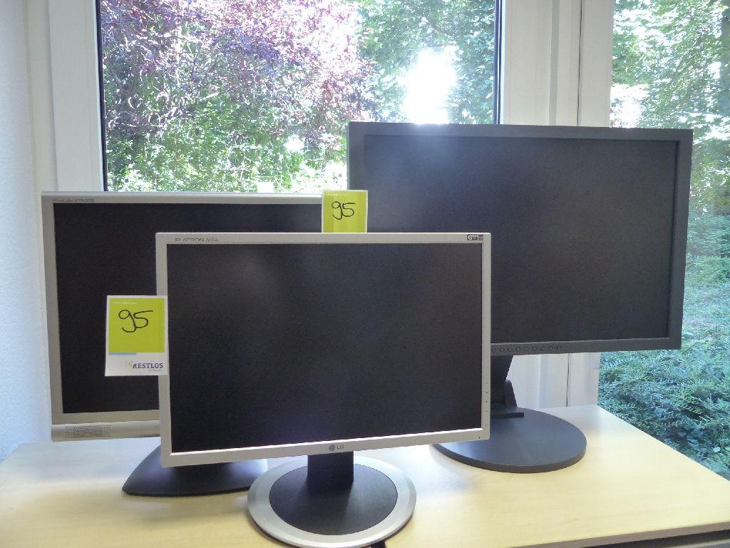 3x Monitore der Marken IIYAMA und LG