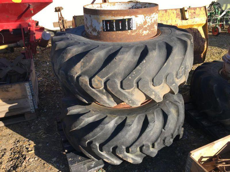 Verschiedene 16.9R24-Reifen mit Zwillingsrädern / Verschiedene 16.9R24-Reifen mit Zwillingsrädern.