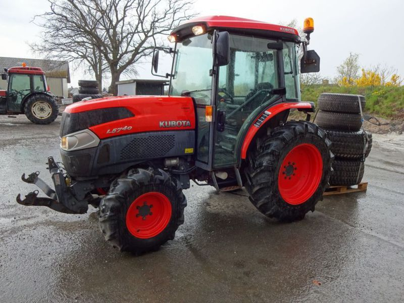 Kubota L5740 HST 4 WD Zugmaschine / Traktor