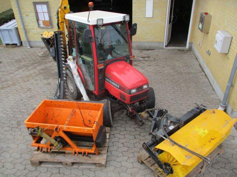 MITSUBISHI MT200D Traktor mit Werkzeugen