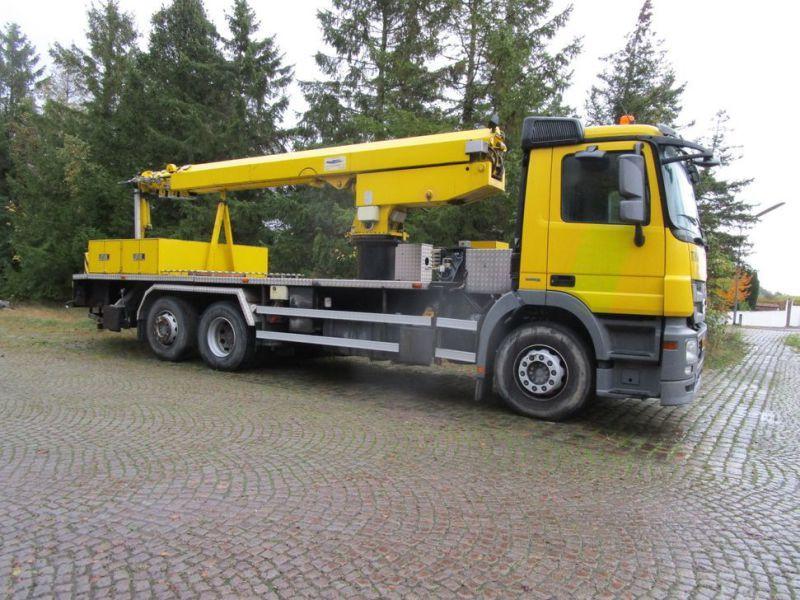Mercedes LKW mit 33 Meter Personenlift / LKW mit 33 Meter Hub