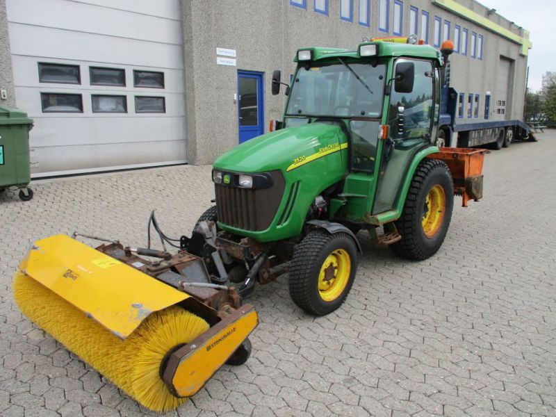 John Deere 3520 Zugmaschine / Traktor