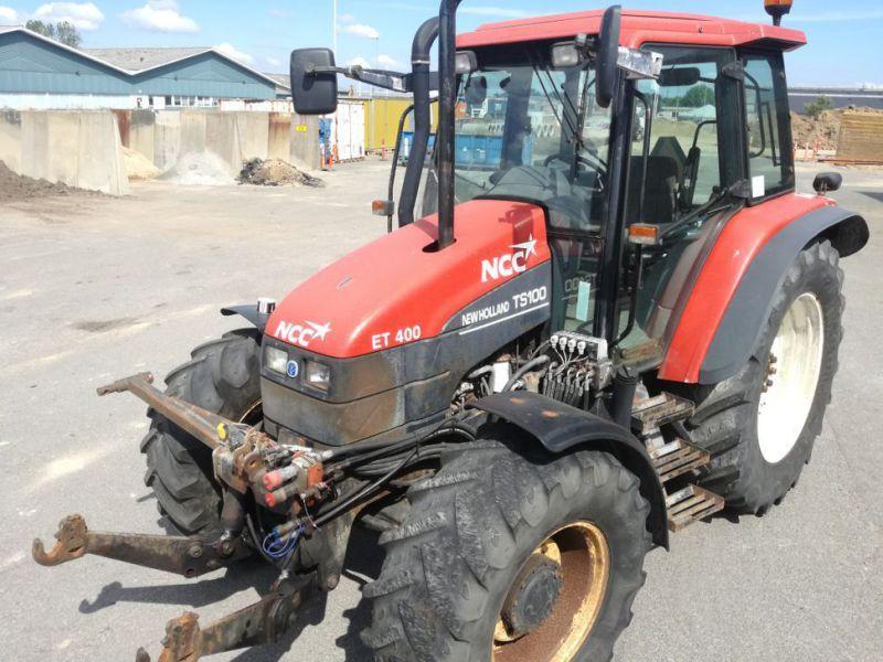 NEW HOLLAND TS 100 4 WD Traktor / Traktor