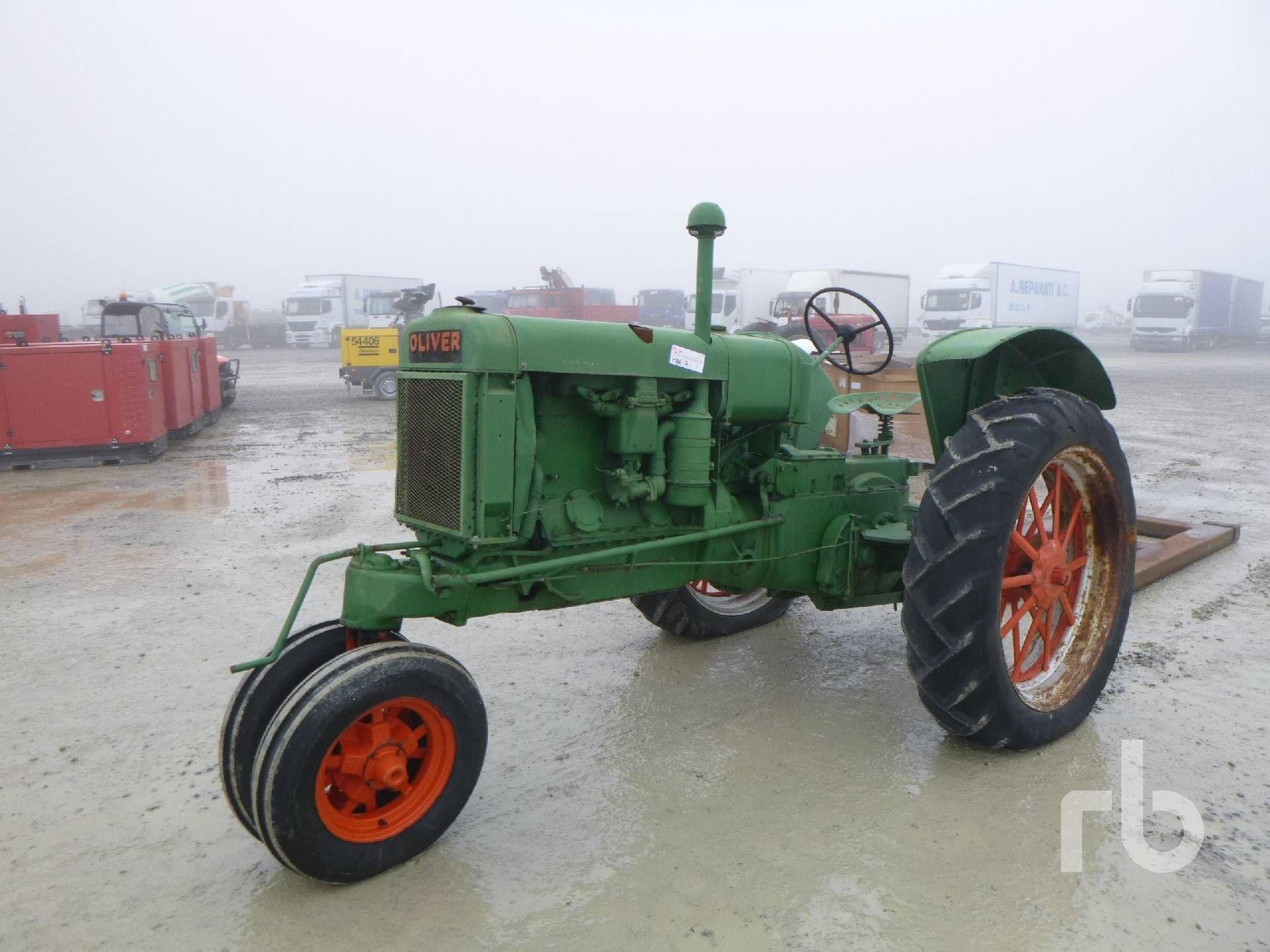 OLIVER Antiker Traktor