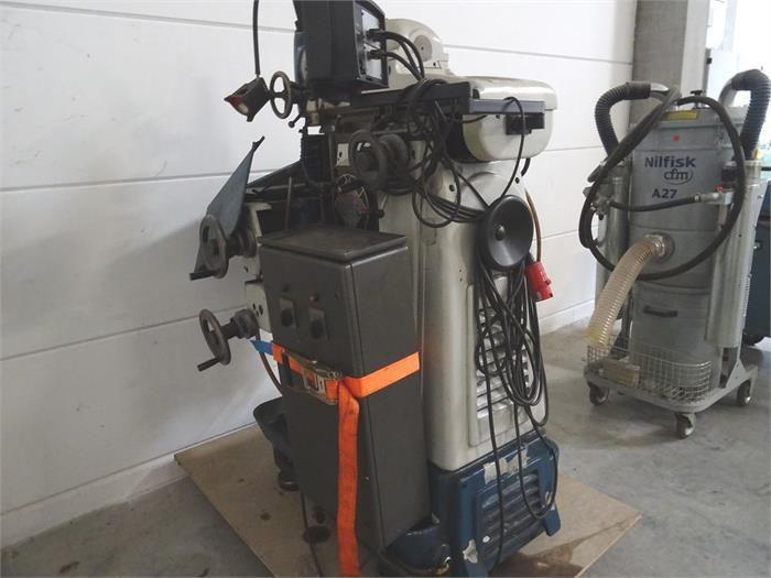 1 Universal Werkzeugfräsmaschine MACMON M200