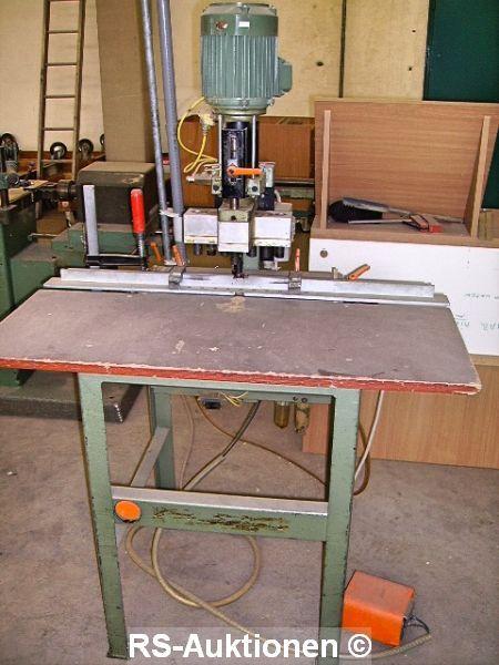 Bänder-, Grundplatten- und 7 Spindel Reihenlochbohrmaschine GANNOMAT 109
