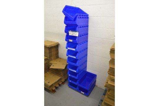 12 Stapelbehälter aus blauem Kunststoff