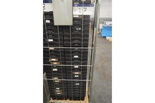 25 Stapelbehälter aus Kunststoff