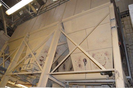 Acht Fächer x 10 t (Weizendeckel) Verschraubter, runder Mischbehälter aus Stahl, ca. 10 m x 4,7 m