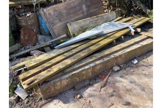 Sortiertes Holz, wie in einem Bereich angegeben
