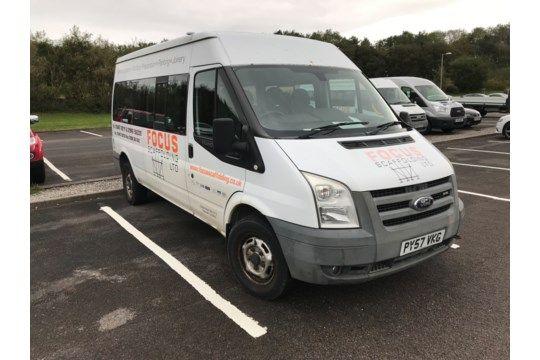 Ford Transit 13 Sitzer Minibus, Kennzeichen PY57 VKG, Kilometerstand unbekannt (Bitte dieses Fahrzeu