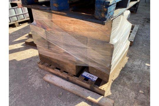 Sortiertes Holz, wie auf der Palette angegeben