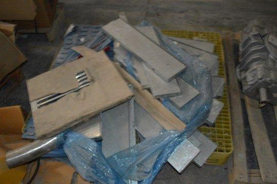 Sortierte Ausrüstung, (Palette nicht enthalten) (Anmerkung -