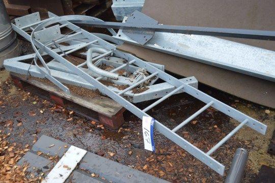 Leiter aus verzinktem Stahl, ca. 2,5 m hoch, viel lo