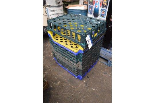 12 Kunststoff-Stapelschalen à ca. 700 mm x 60