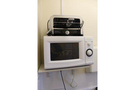 Tefal Toast & amp; Grill mit Mikrowelle, Wasserkocher und zwei Plastikbehältern