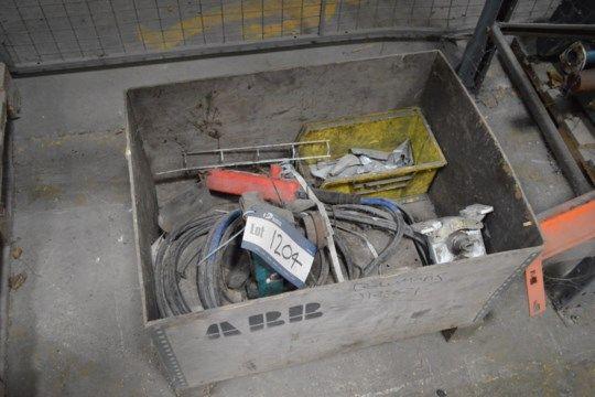 Ausrüstung, in Holzkiste (Hinweis: Dieses Los ist situ