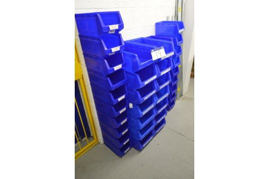 40 Stapelbehälter aus blauem Kunststoff
