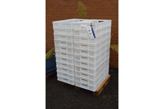 22 Stapelbehälter aus Kunststoff