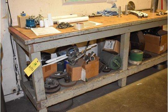 Holzbank w / (2) Drehfutter, verschiedene Werkzeuge