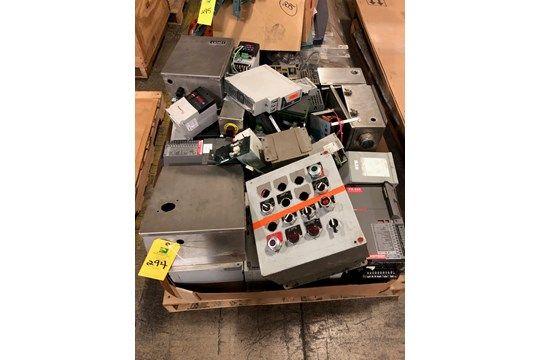 Palette - Powerflex 40P PCM-11 Positionierungsservoantrieb, FX-455-Antrieb, diverse elektrische