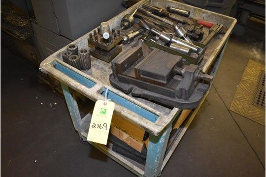 4-Rad Wagen beinhaltet verschiedene Drehwerkzeuge, Harris Machine Vise