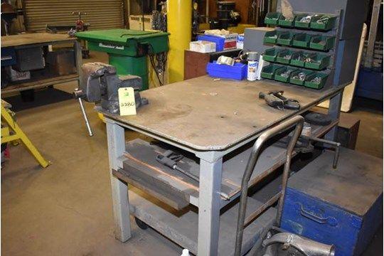 Stahlarbeitstisch mit Schraubstock