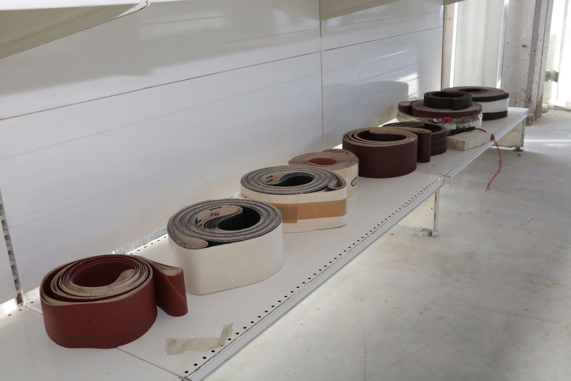 Posten Bänder für Schleifmaschinen