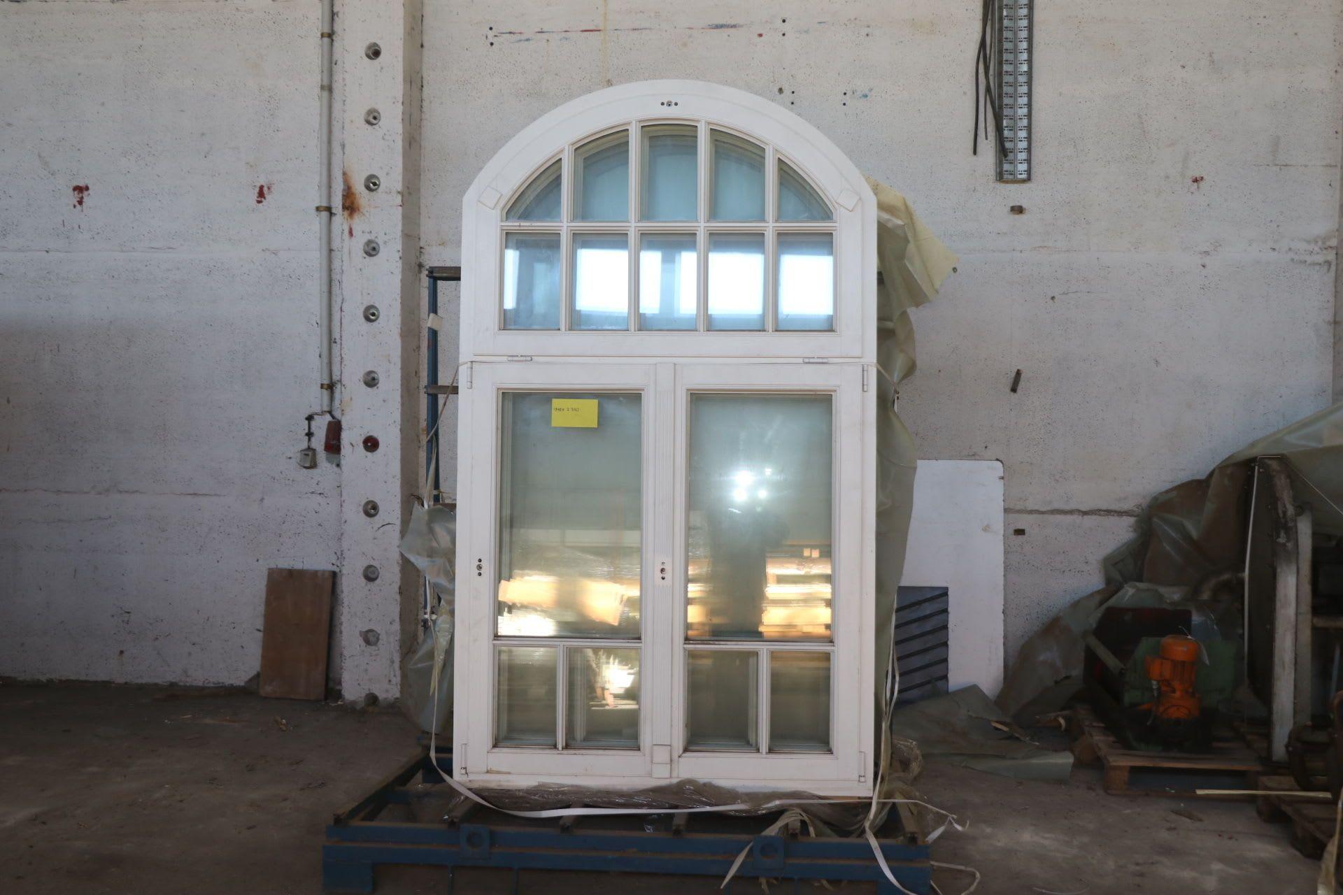 Posten Fenster mit Rundbogen