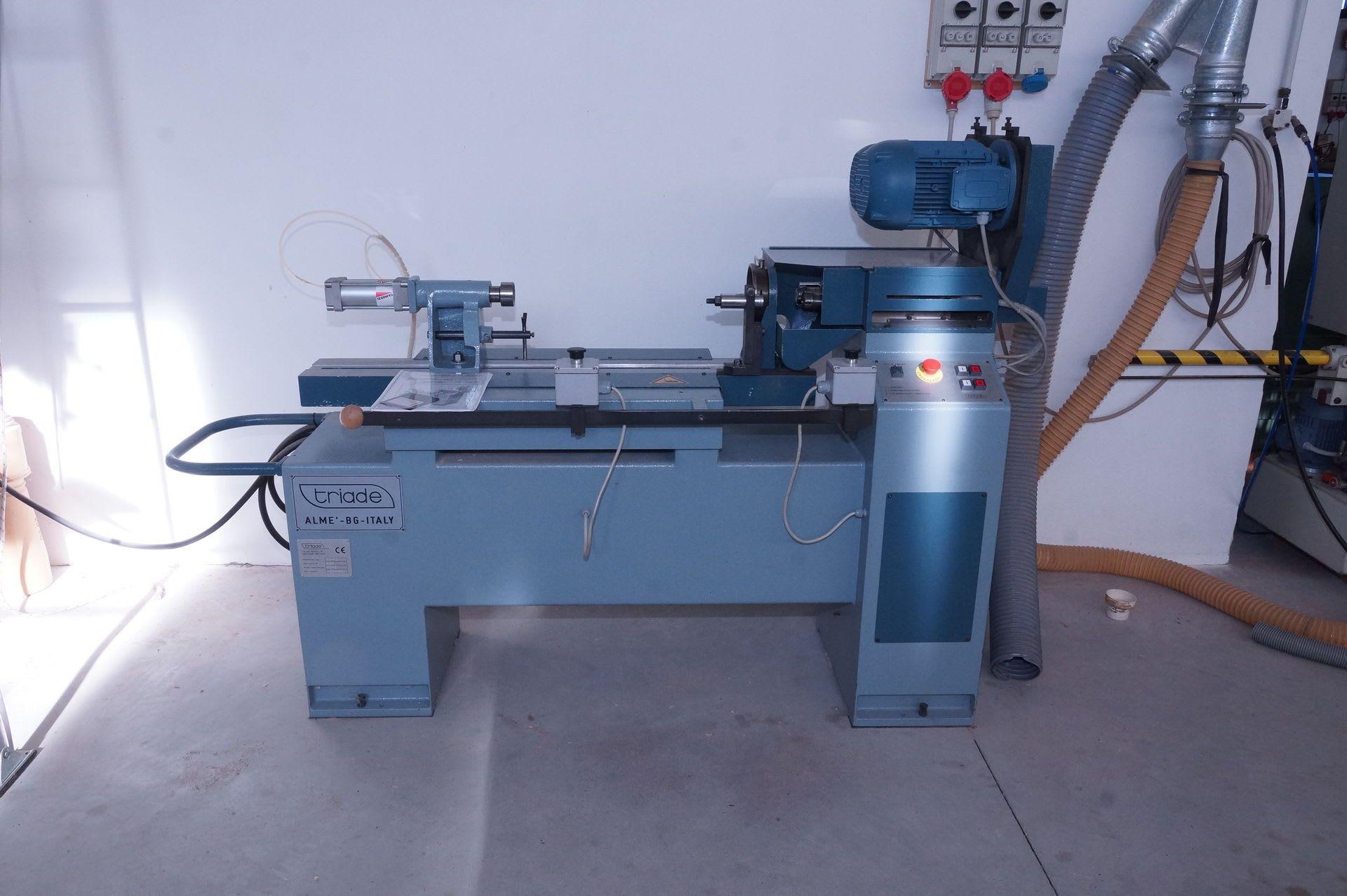 TRIADE FA-2 Automatische Schraub-/Bohrmaschine