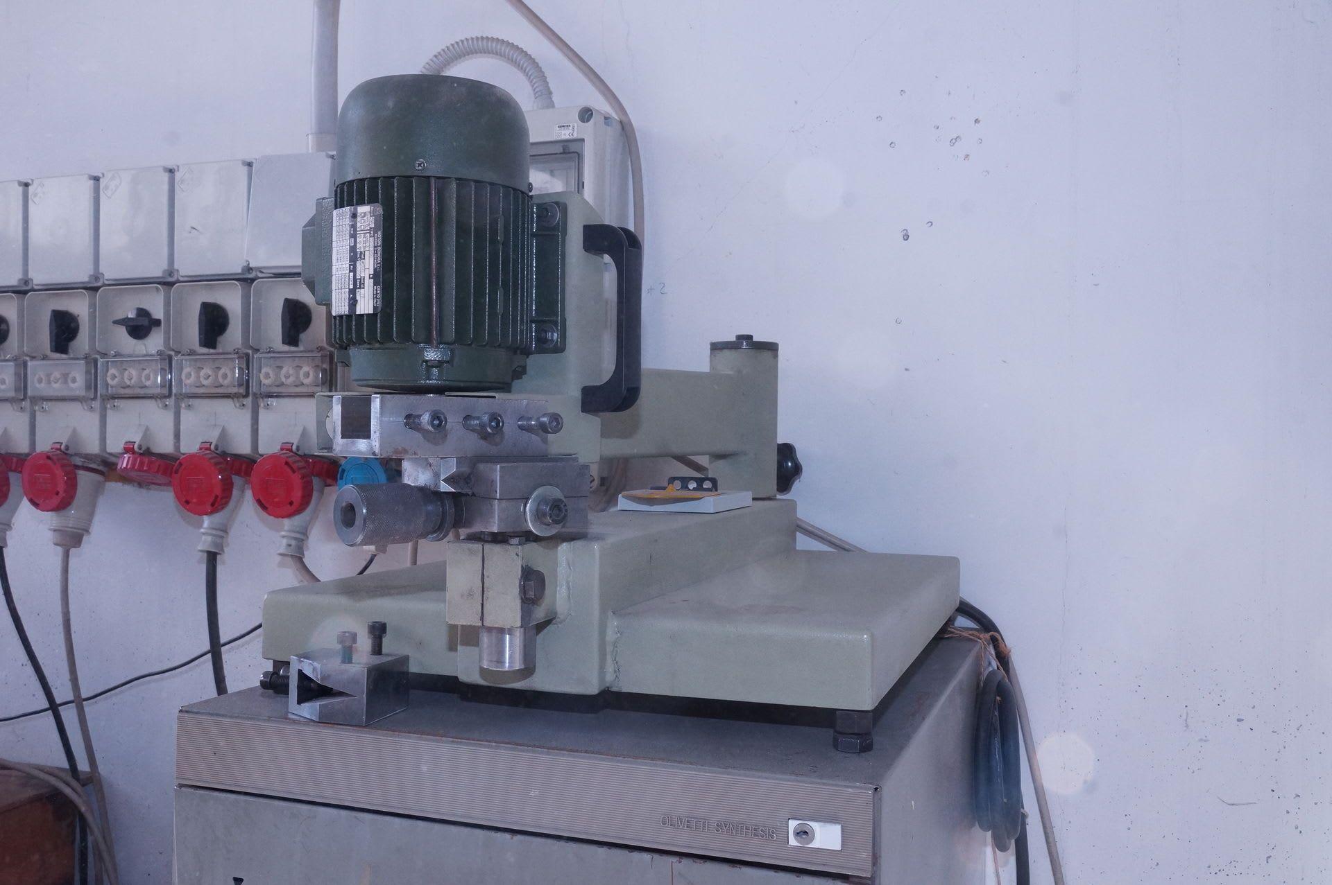 CENTAURO AG 125 Schärfmaschine