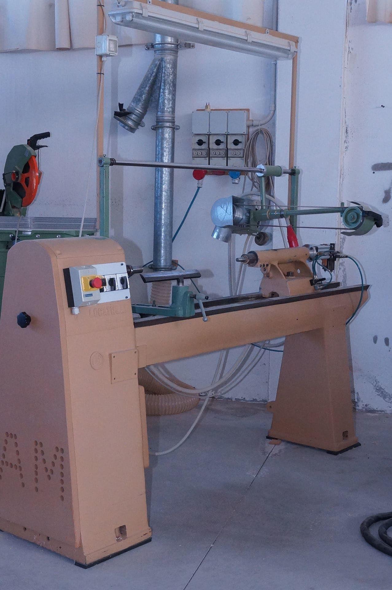 LOCATELLI Bandschleifmaschine für Drehmaschinen