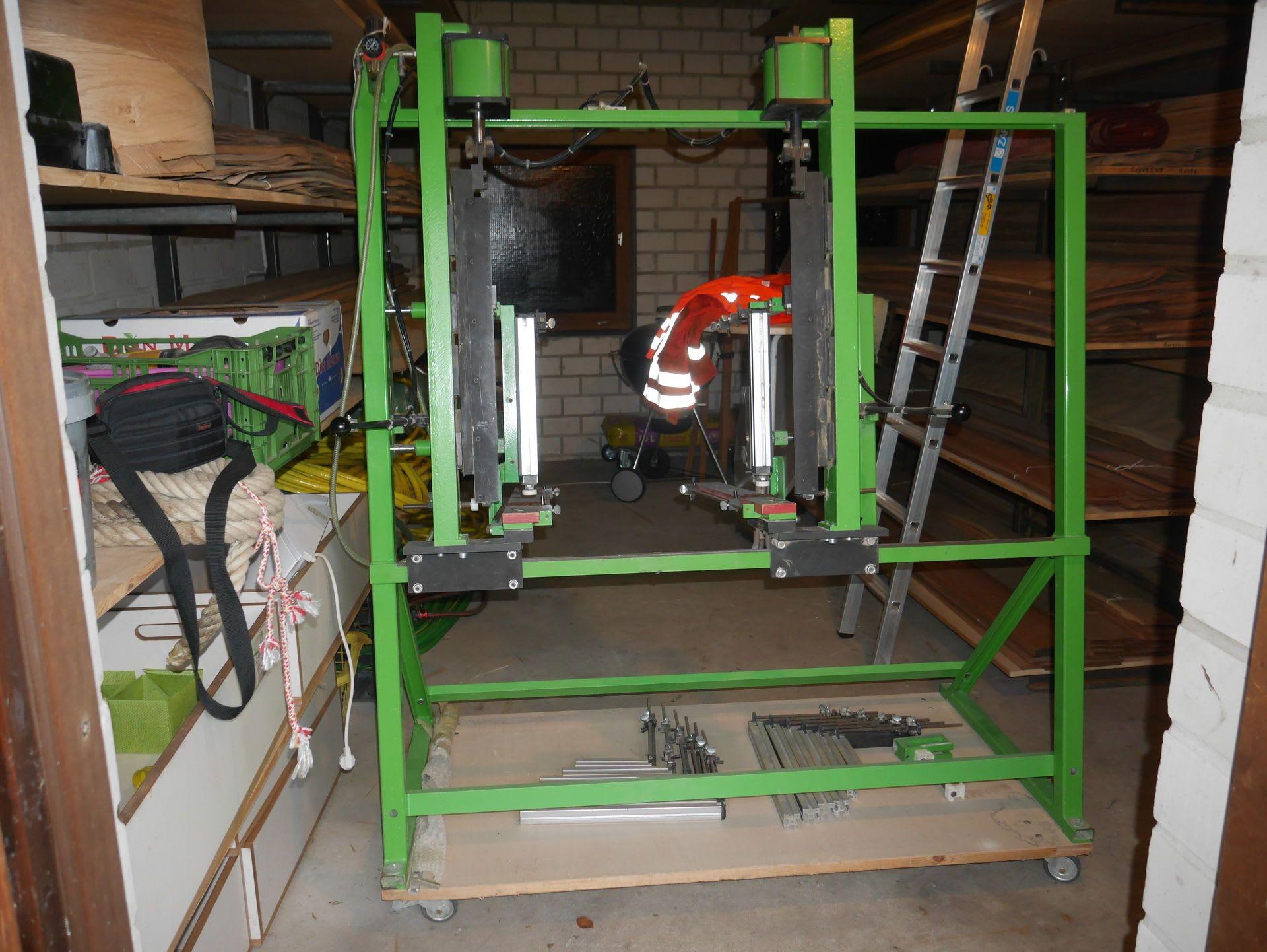 GRASS ZPM und Unipress Beschlagbohrmaschine