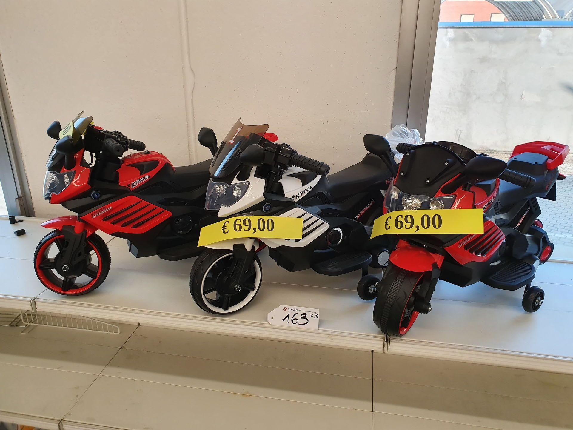 Posten Spielzeugfahrzeuge