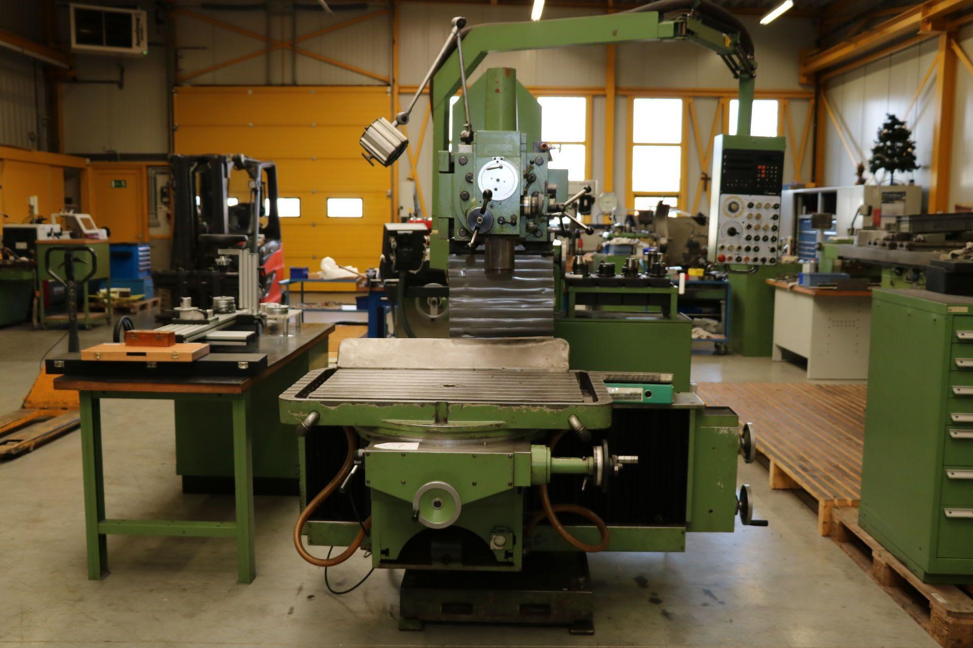 MAHO MH 800 P Werkzeugfräsmaschine