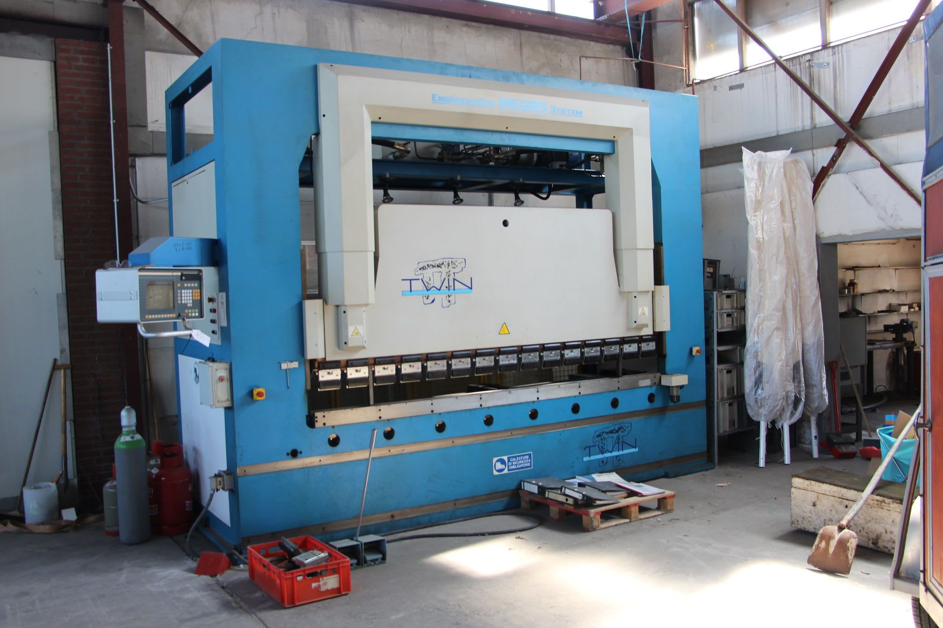 MECOS TWIN 125/300 CNC-Abkantpresse