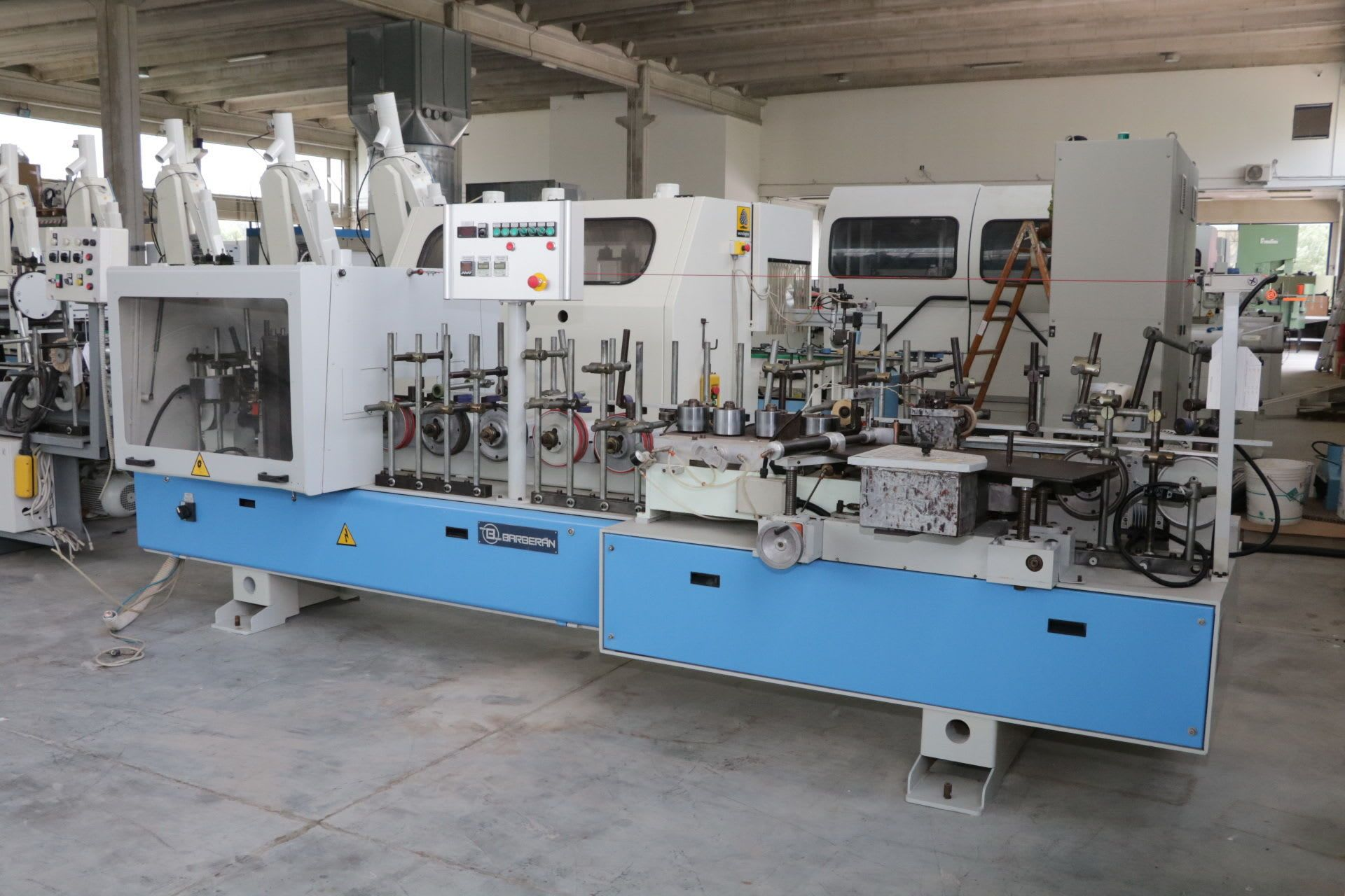 BARBERAN RP-30-CA Kantenanleimmaschine für Winkelprofile