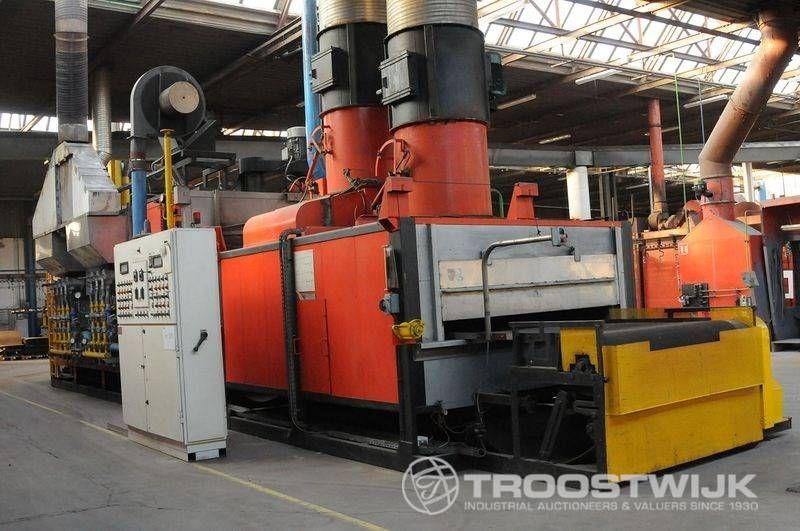 Industrieofen zur thermischen Behandlung