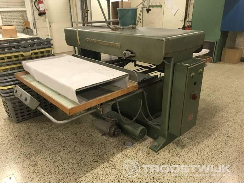 Bügel- und Pressmaschine
