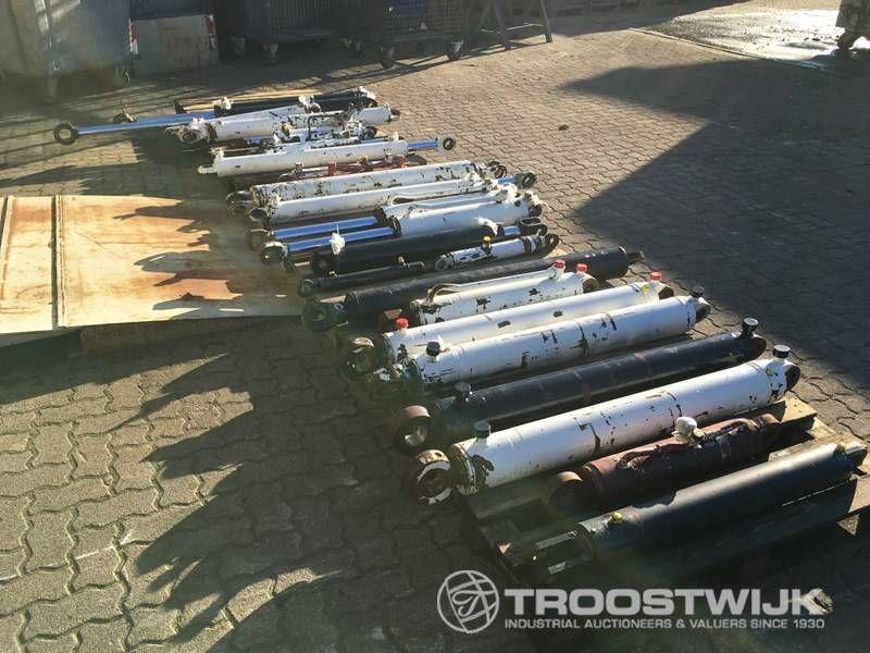 20 Hydraulikzylinder