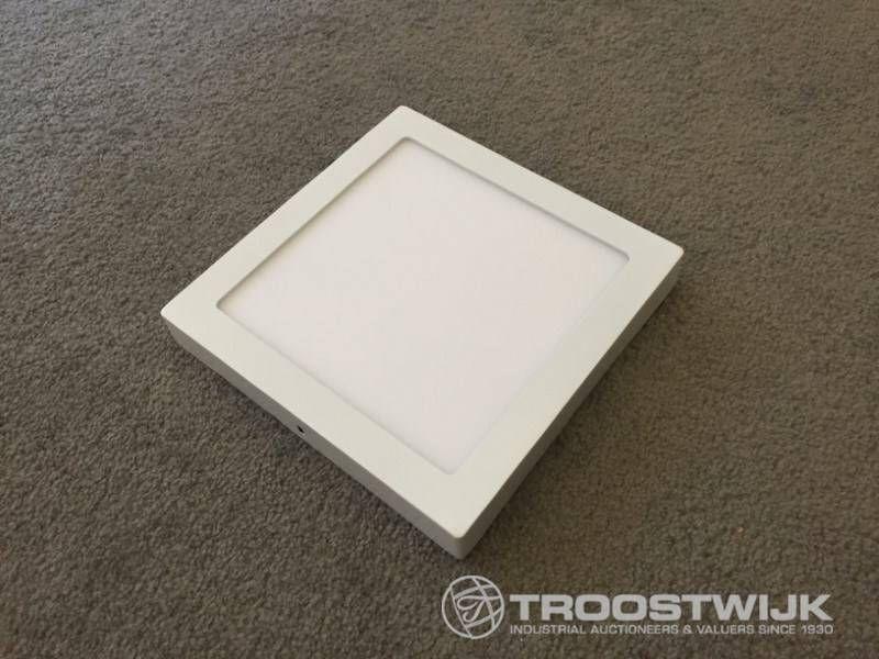18W mattweißes Quadrat 3-in-1-CCT-Schalter für die Anbringung von LED-Panels